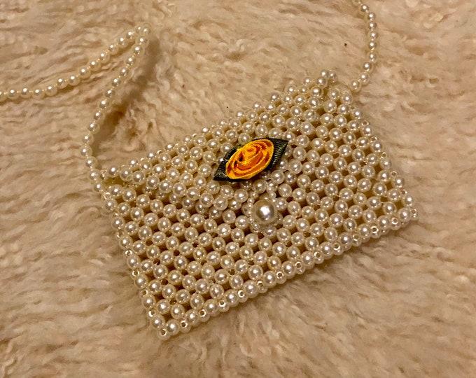 BEAD PURSE - super cute 90's kitschy fashion, perfect gift idea or adorable pearl accessory