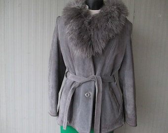 Shirling grigio anni 70 con cintura.Tg 44-46/70s grey shirling with  belt/Faux fur collar/Inner faux fur/Two side  pockets/Size 10 US