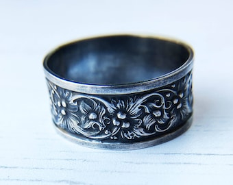 Oxidised silver ring, botanical sterling silver statement ring, floral wedding band, nature jewellery, gift for her. Unique wedding ring