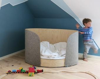 Kinderbett / Childs Bed / Crib Aus Flexiblem Birkensperrholz Und Wollfilz ,  Inkl. Matratze