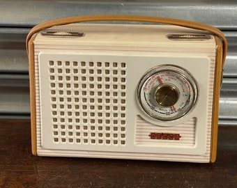 Fabulous Retro Vintage Decca Deluxe TP60 Portable Transistor Radio.