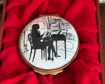Beautiful Halcyon Days Bilston & Battersea Enamel Trinket Box Depicting An 18th Century Gentleman at his Desk Reading a Book