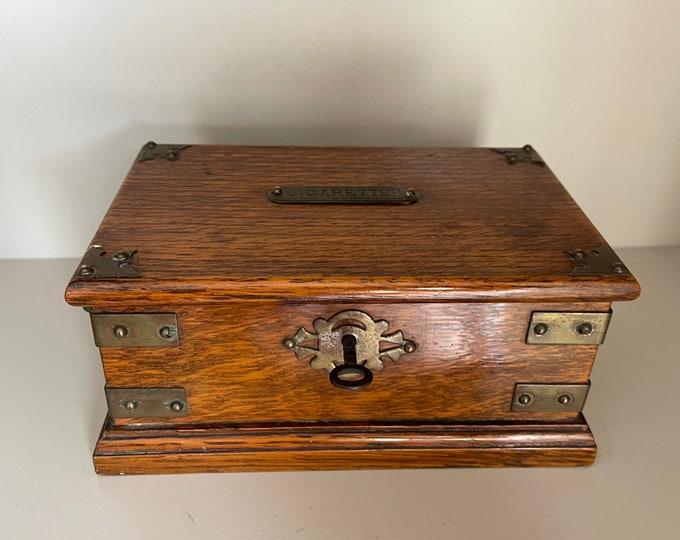 Lovely Vintage Antique Circa 1920's Oak Cigarette Box With Key.