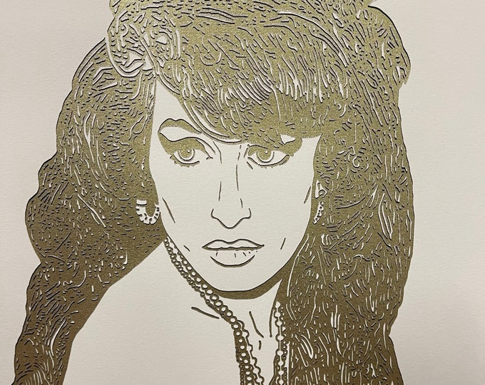 Superb Limited Edition Of 30 Gold Silkscreen Print Of Amy Winehouse By Si Gross - Limited edition 5 of 30 and is dated 28th Oct 2011