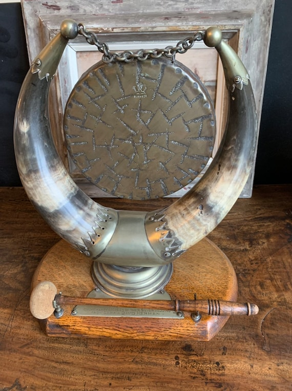 Wonderful Antique Bull Horn And Brass Mount Table Top Dinner Gong