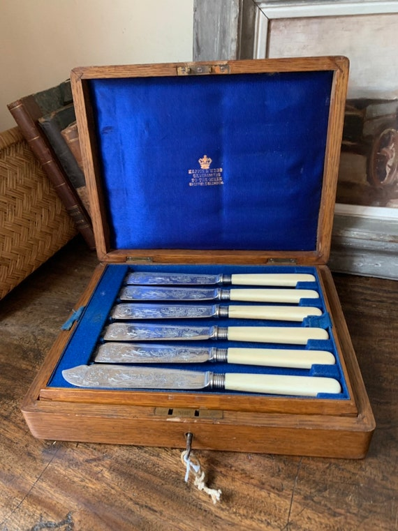 Beautiful 19thC Oak Cased Mappin & Webb Electroplate Fish Cutlery Set With Key