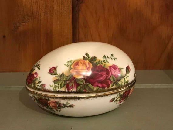 Royal Albert Old Country Roses 1962 Egg Shape Trinket Box
