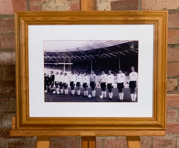 Large Black & White Photo Of World Cup 1966 Football Team Signed By Geoff Hurst
