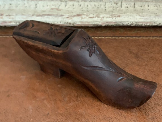 Lovely Original Antique 19th Century Black Forest Carved Shoe Snuff Box