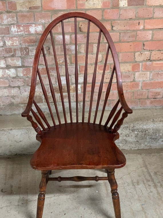 Beautiful Antique 19th Century Windsor Chair With Spindle Back On Turned Legs