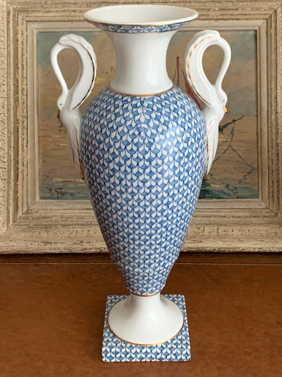 Beautiful Frederick Cooper Hollywood  Neo Classical Regency Style Swan Twin Handled Vase