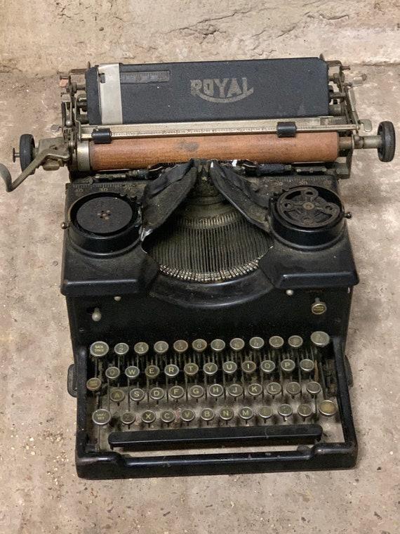 Original Vintage 1920's Royal Typewriter