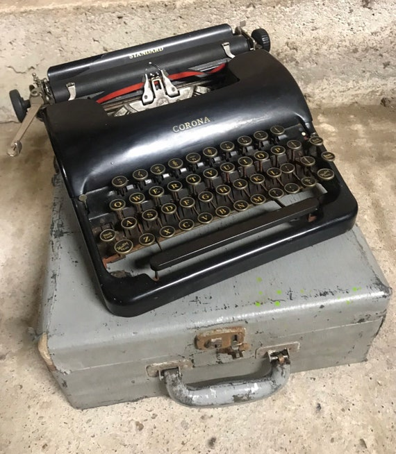 Vintage c1920/30's L C Smith & Corona Travel Typewriter With Black Keys And Case in great condition