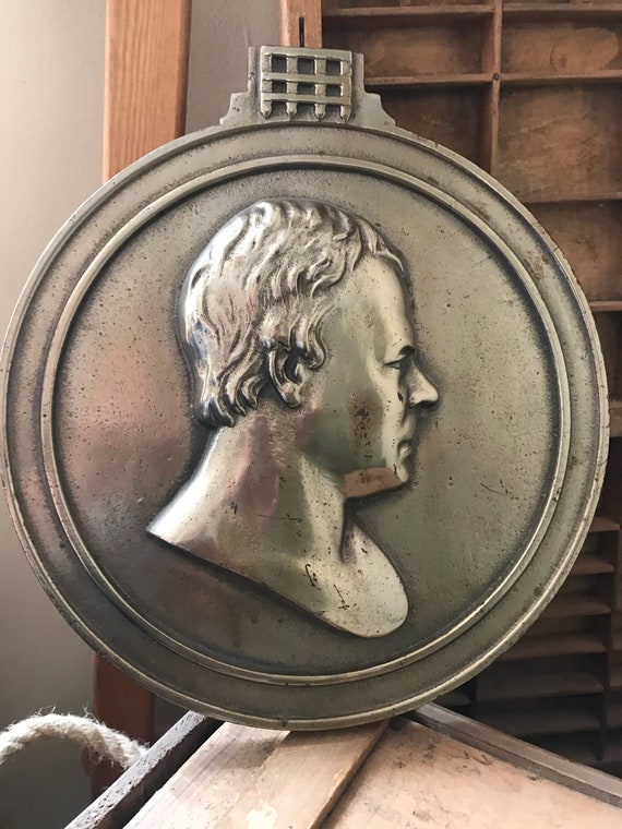 Circular Bronze Wall Plaque of a Gentlemans Side Profile Portrait