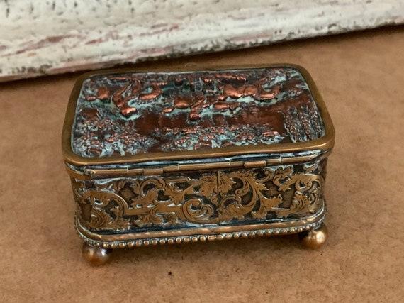 Late 18th/early 19th Century Georgian Copper & Brass Hunting Scene Casket sits on 4 brass bun feet