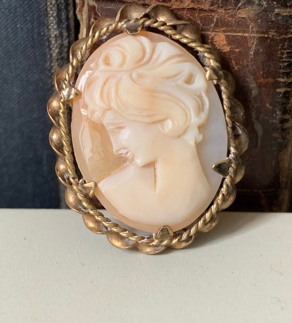 Lovely Vintage Rolled Gold Cameo Brooch