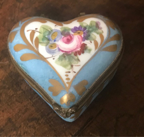 Beautiful Hand Painted Antique Limoges Heart Shaped Trinket Box