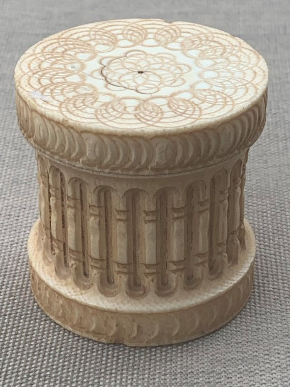 Lovely Beautifully Carved Rare 19th Century Hand Made Screw Cap Circular Box