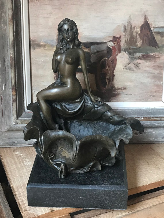 Stunning Bronze Sculpture of a Beautiful Naked Lady Posing on a Shell after Pompon Stamped Talos Gallery