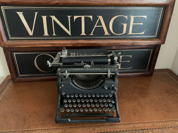 Fabulous Antique Early 1900's Underwriter Standard Typewriter