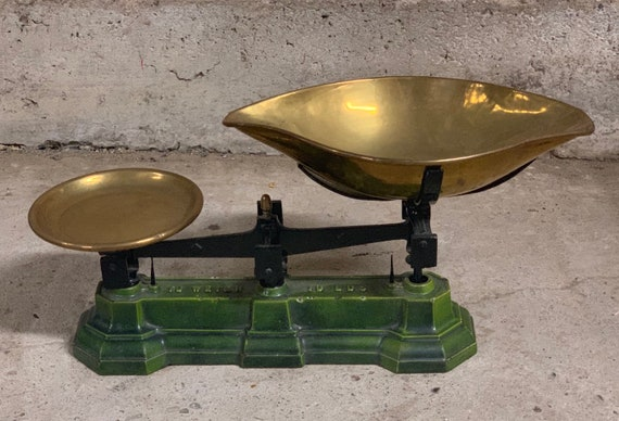 Vintage 10lb Scales With Brass Pan with Green Base