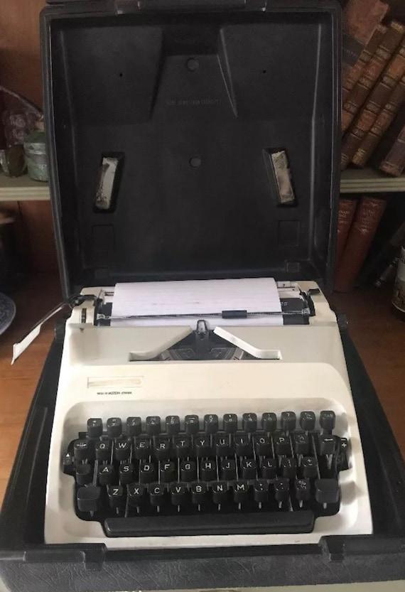 Vintage German Adler T-A Gabriele 25 Typewriter With Case