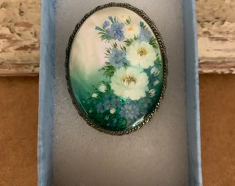 Beautiful Vintage Hand Painted Carved Shell And White Metal Brooch