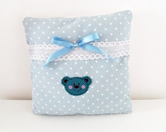 Cushion in blue cotton fabric with white dots and white fleece