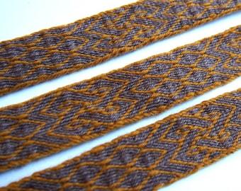 Short woolen trim, tablet woven, viking trim, card woven band, woven braid, brettchenband, SCA, reenactment, medieval trim
