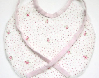 Bib with a small roses