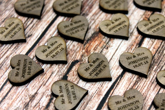 Mrs /& Mrs Wedding Table Decorations Personalised Darkwood//Walnut Love Hearts