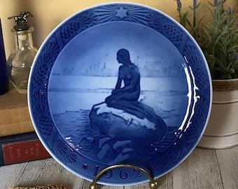 Vintage Cobalt Blue Little Mermaid at Winter Decorative Plate 1962 Royal Copenhagen Denmark - Mid-Century Danish Modern RC Christmas Plates