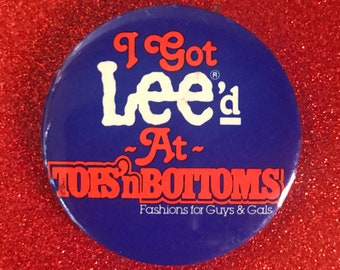 """Vintage Funny Lee Jeans Pinback Button """"I Got Lee'd at Tops 'n Bottoms"""" - Retro 80's Gift / Stocking Stuffer - 1980's Store Ad Celluloid Pin"""