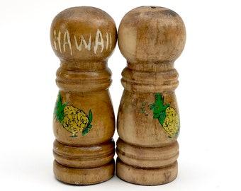 Hawaiian Pineapple Salt & Pepper Shakers - Vintage Hawaii Souvenir - Wooden Shaker Set - Tiki Style Boho Dinner Table Decor - Luau Party