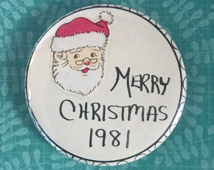Vintage Merry Christmas 1981 Pinback Button with Smiling Santa - Retro 80's Holiday Nostalgic Gifts / Stocking Stuffers - Old Pins & Buttons