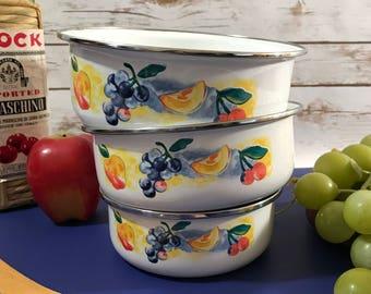 Fruit Medley Enamel Mixing Bowls - Set of 3 Enamelware Metal Nesting Bowls - Apples - Grapes - Cherry - Vintage Farmhouse Kitchen Dishes