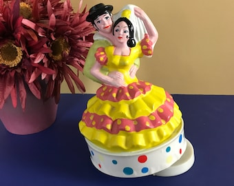 Vintage Molded Plastic Spanish Flamenco Dancers Rotating Music Box Figurine - Retro Kitsch Toy Staging Decor - 60's Nostalgic Childhood Gift