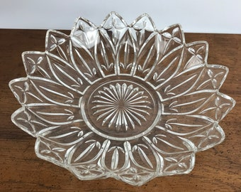 "Federal Glass Petal Serving Bowl - 10"" Elegant Centerpiece Dish - Wedding Reception Service - Crystal Fruit Bowl - Mid-Century Clear Glass"