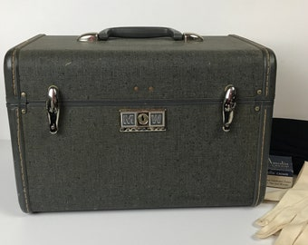 Stylish Vintage Samsonite Train Case - Mid-Century Carry On Luggage / Small Suitcase / Overnight Bag - 1950's Gray Dopp Kit / Cosmetics Case
