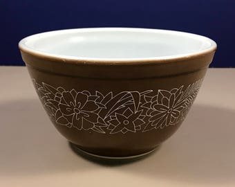 Small Woodland Pyrex Mixing Bowl - Retro Brown 1.5 pint (.750 ml) - Oven Safe Bowl - Baking Dish - Vintage Corning Ware - #401 - Mom Gift