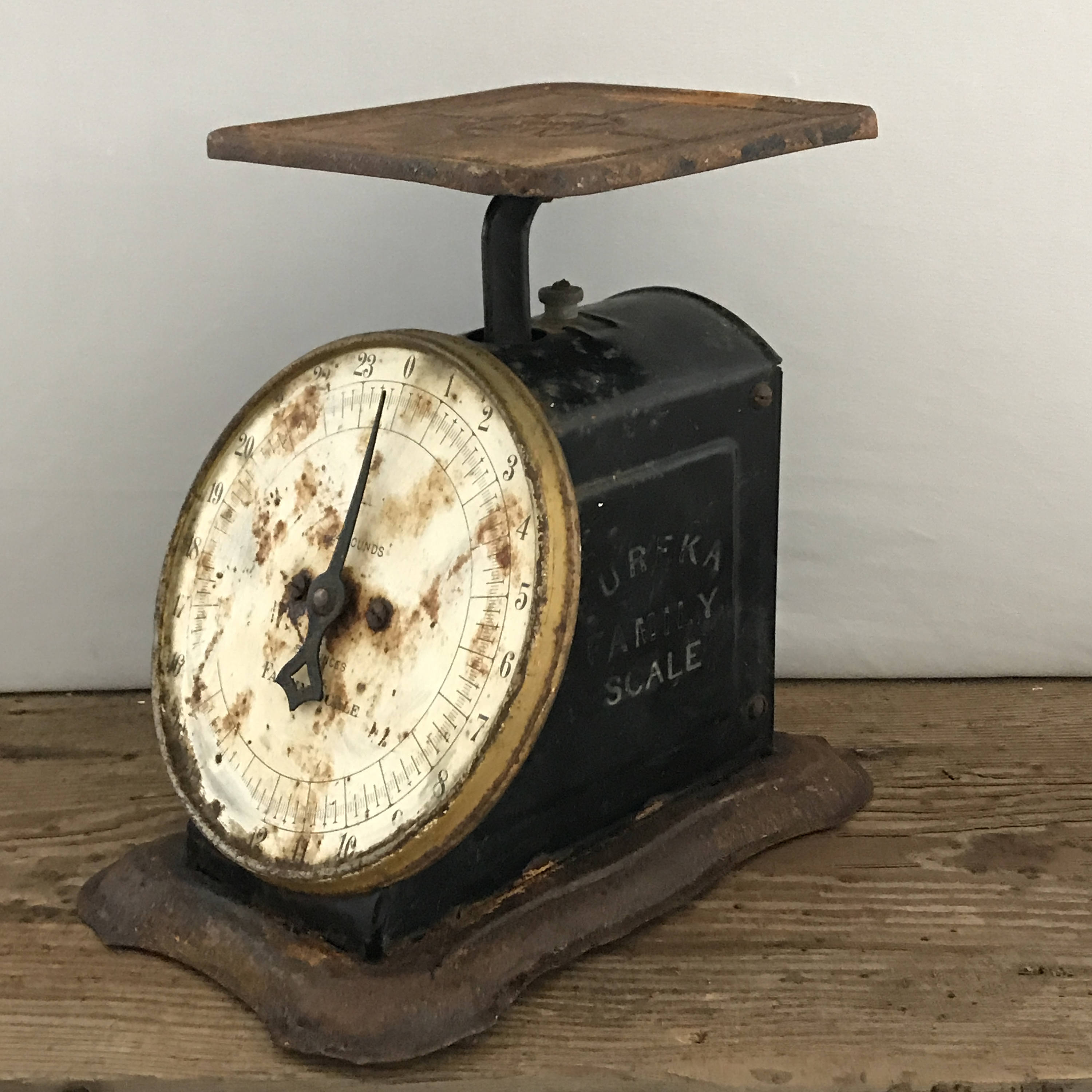 Superbe Rusty Old Metal Scale   Eureka Family Scale 1906   Antique Kitchen Decor    Farmhouse Style   Vintage Food Scale   Industrial 24 Pound Scale