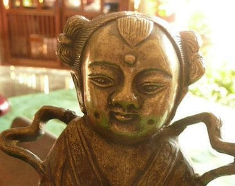 Vintage  bronze sculpture,Chinese figurine  a Girl with the Gift,