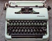FREE SHIPPING 1951 Olympia SM3 Portable Typewriter Good Working Condition