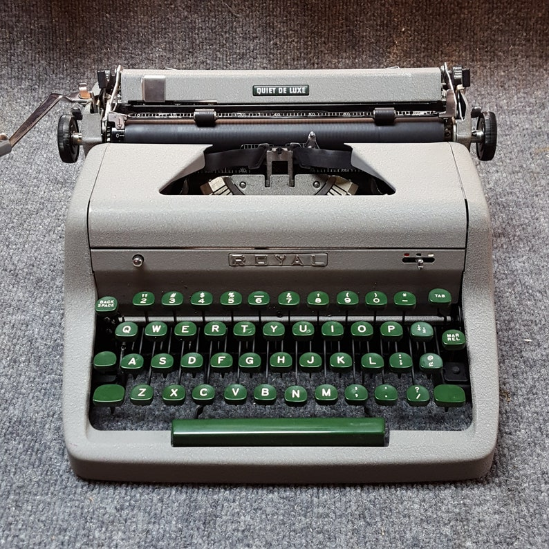 FREE SHIPPING 1954 Royal Quiet Deluxe Portable Typewriter Good image 0