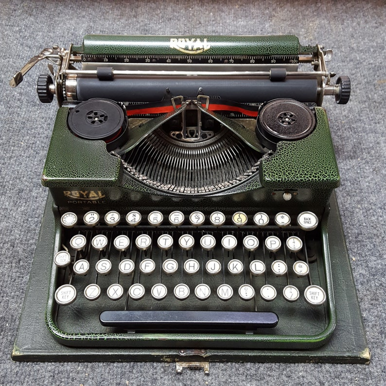 FREE SHIPPING Green 1927 Royal P Typewriter image 0