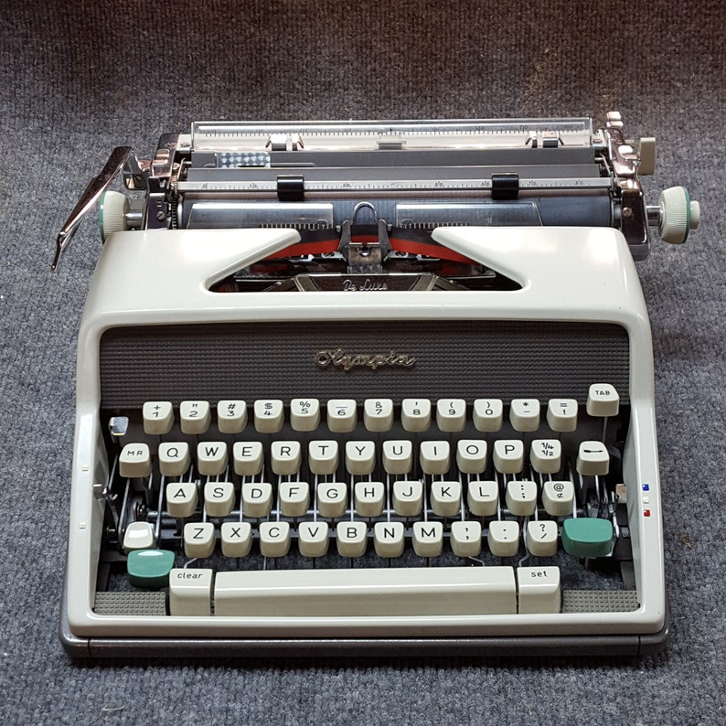 FREE SHIPPING   1963 Olympia SM7 Deluxe Italic Pica Portable image 0
