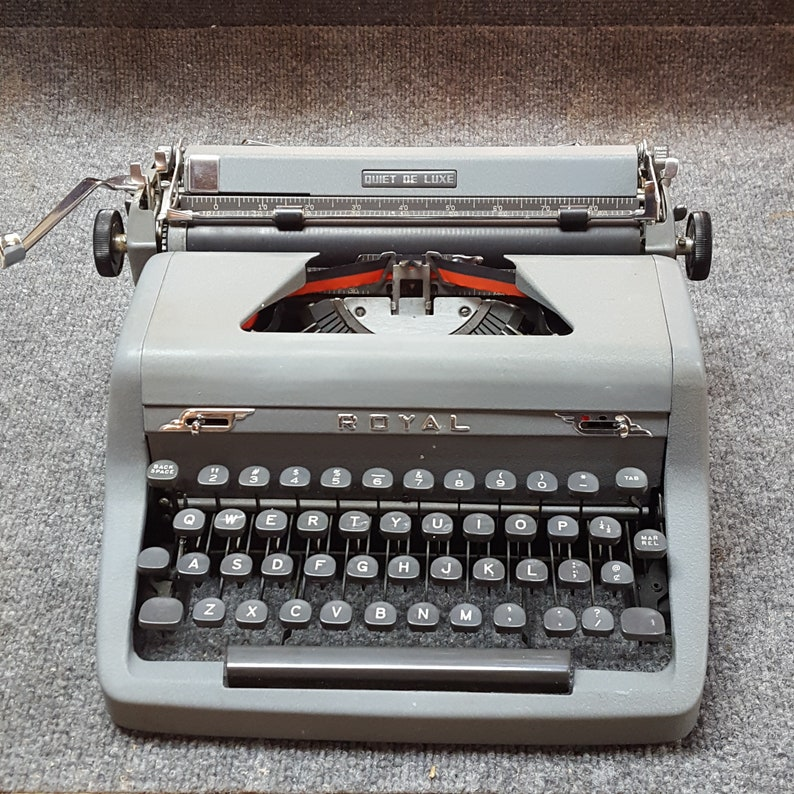 FREE SHIPPING 1951 Royal Quiet Deluxe Portable Typewriter Good image 0