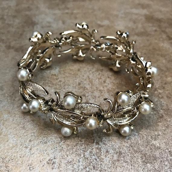 KRAMER 1960 Pearl Gold Tone Leaf Bracelet