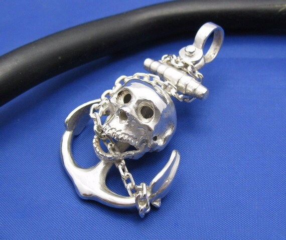 Pirates of the Caribbean Dead Men Tell No Tales Skull Necklace Pendant