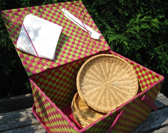 Vintage Two Tone Picnic Basket with Handles • Pink Green Woven Vinyl • PLUS 6 Free Wicker Plate Holders